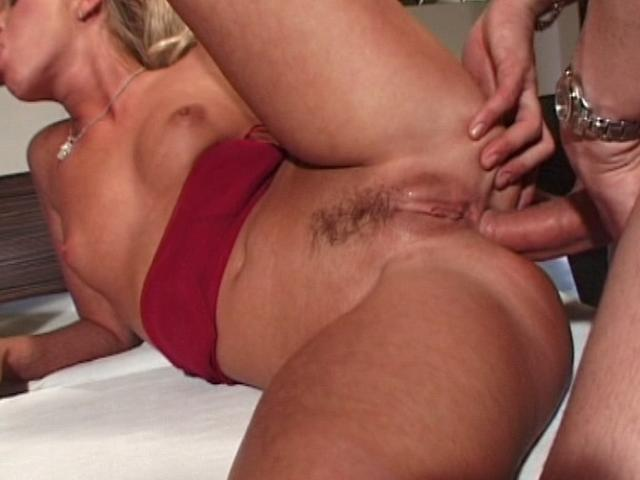 Delicious blondie tramp gets anally fucked while she gives blowjob